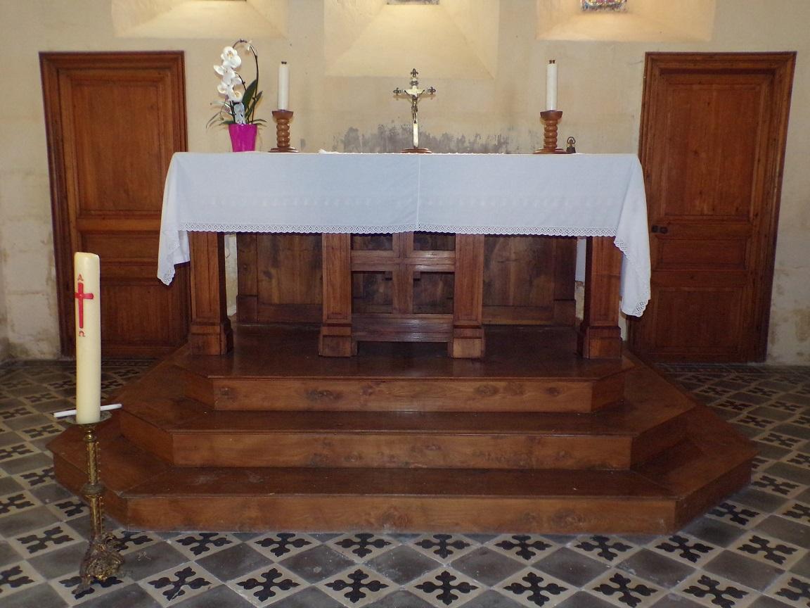 Mesnac - L'église Saint-Pierre - L'autel (16 septembre 2018)