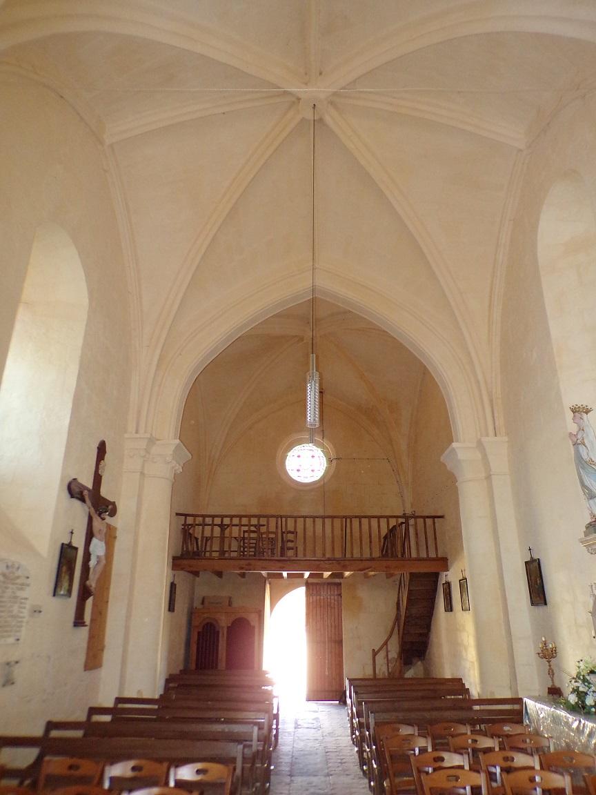 Mesnac - L'église Saint-Pierre - Vue de l'autel (16 septembre 2018)
