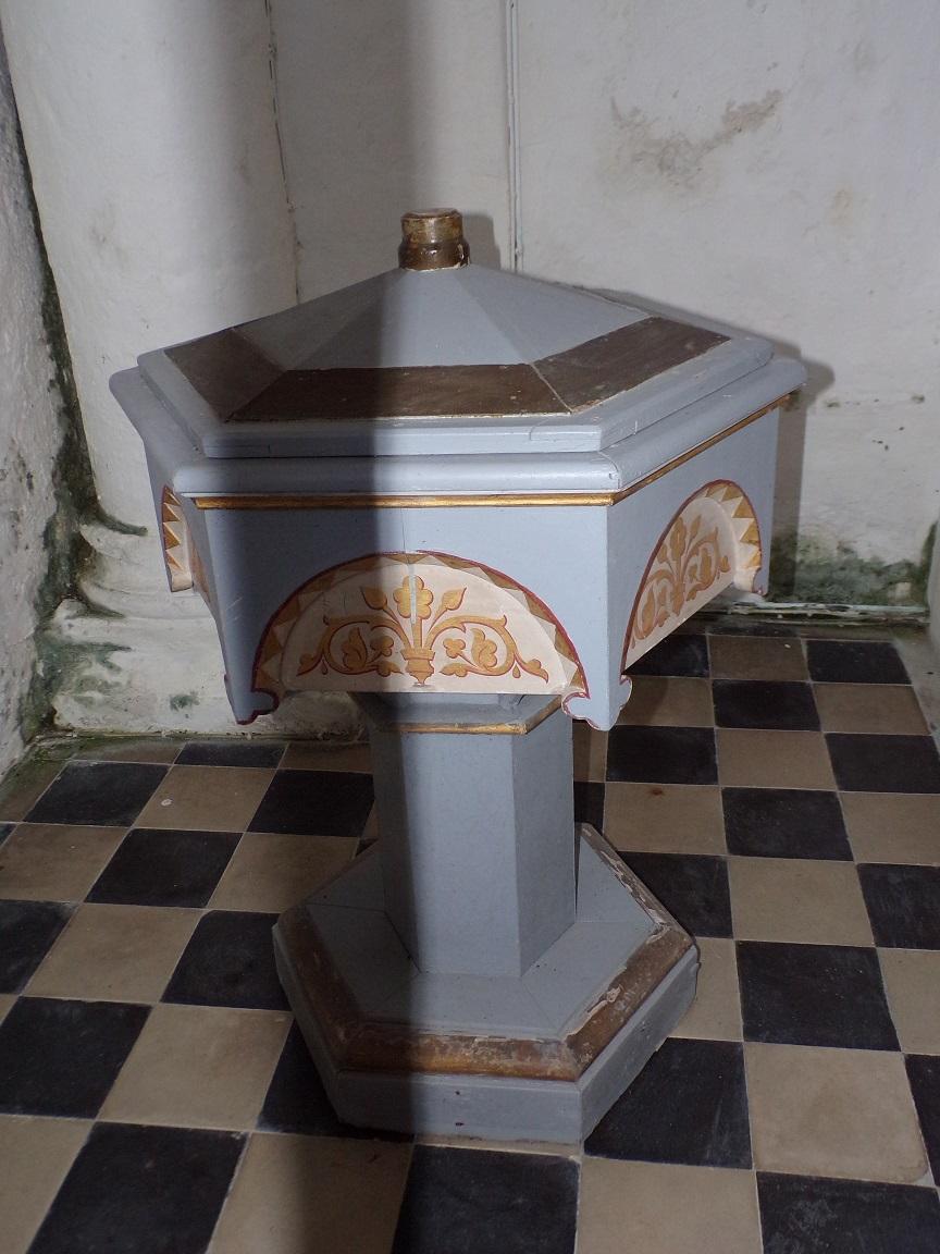 Montils - L'église Saint-Sulpice - Fonts baptismaux (25 juin 2018)