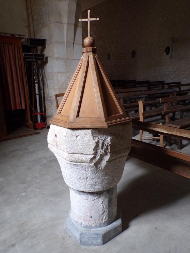 Rouffiac - L'église Saint-Vivien - Fonts baptismaux (17 juillet 2018)
