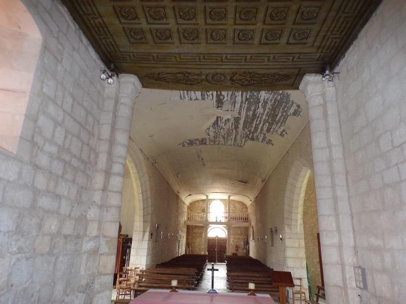 Rouffiac - L'église Saint-Vivien - Vue de l'autel (17 juillet 2018)