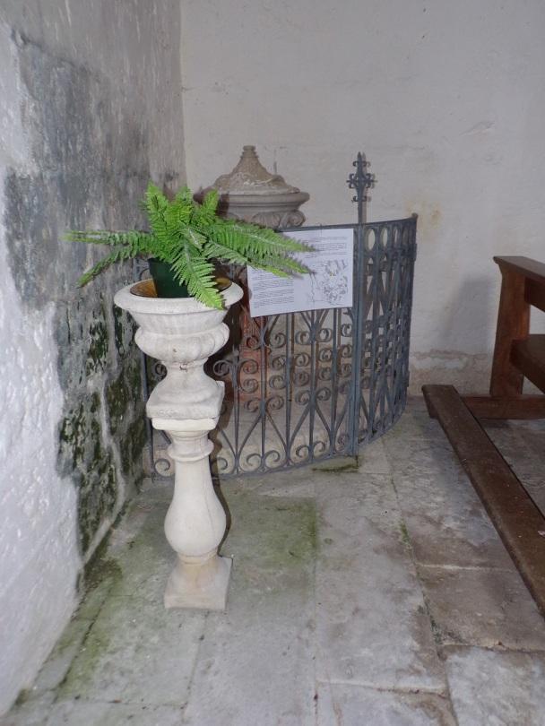 Saint-André - L'église Saint-André - Le bénitier et fonts baptismaux (6 juin 2018)