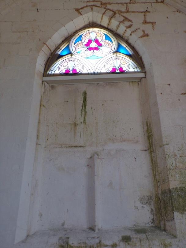 Saint-Preuil - L'église Saint-Projet - Un vitrail (20 juin 2018)