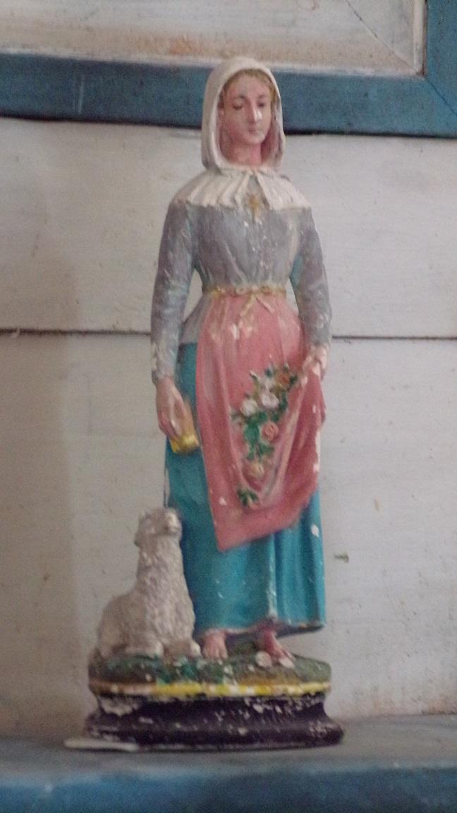 Boutiers-Saint-Trojan - L'église Saint-Trojan - Statue bergère (23 avril 2018)