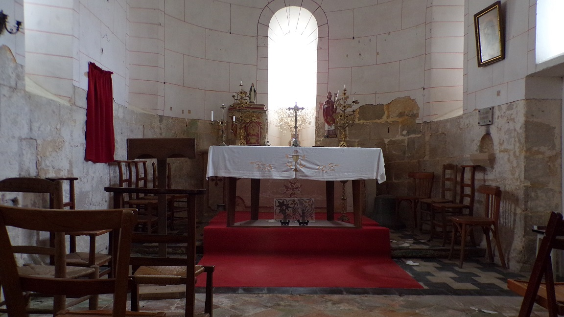 Boutiers-Saint-Trojan - L'église Saint-Trojan - L'autel (23 avril 2018)