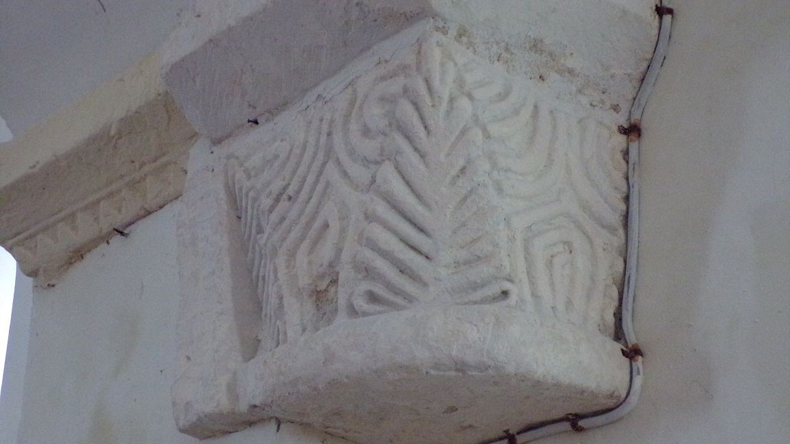 Boutiers-Saint-Trojan - L'église Saint-Trojan - Un modillon figuratif (23 avril 2018)