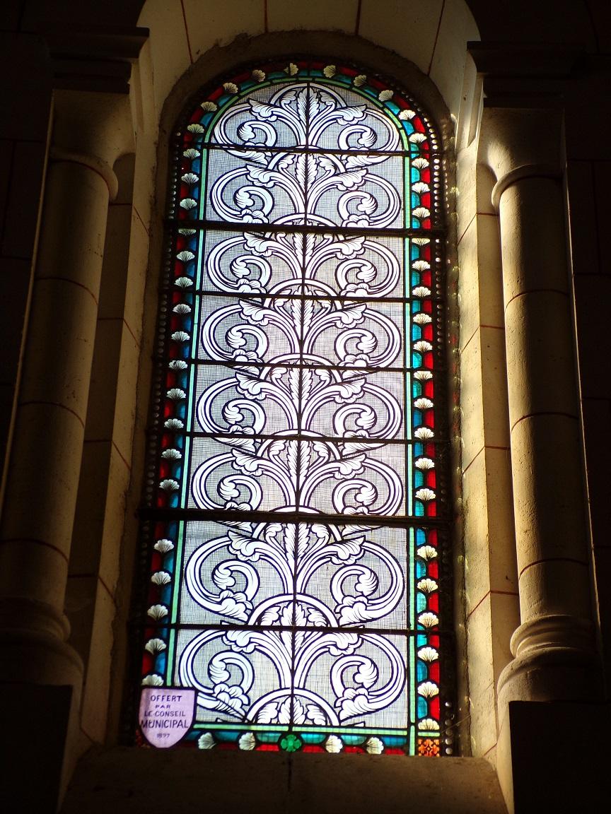 Sainte-Sévère - L'église Saint Augustin - Le vitrail 'Offert par le conseil municipal 1897' (23 juillet 2018)