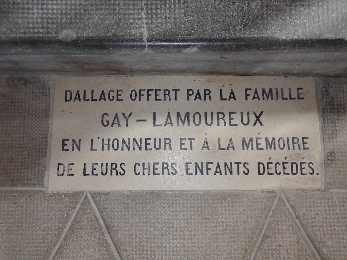 Salles d'Angles - La Chapelle des Templiers - Dallage offert par Gay Lamoureux (30 juin 2020)