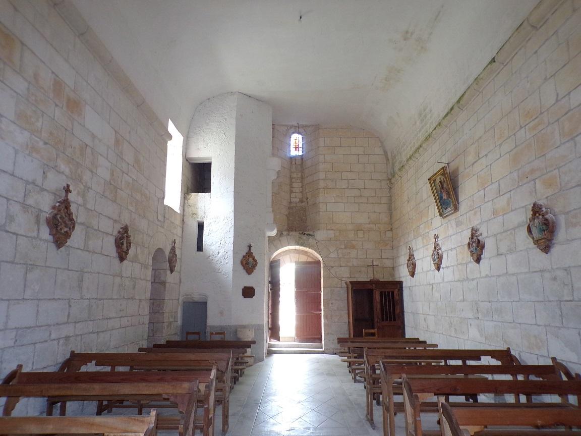 Salles d'Angles - La Chapelle des Templiers - Vue de l'autel (30 juin 2020)