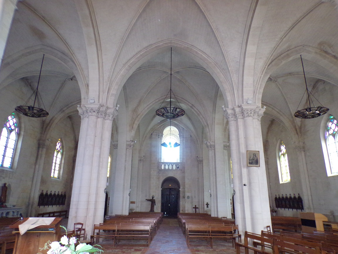 Segonzac - L'église Saint-Pierre - Vue de l'autel (11 juillet 2018)