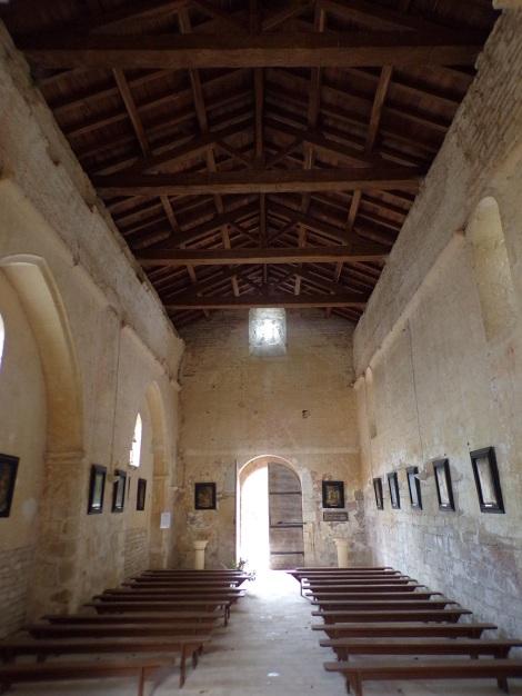 Brie-sous-Matha - L'église Saint-Pierre - Vue de l'autel (13 août 2018)