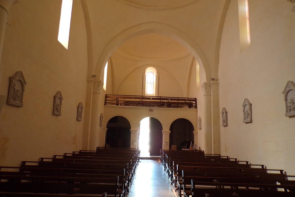 Cherves - L'église Saint-Vivien - Vue de l'autel (3 avril 2017)