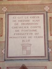 rue Aristide Briand - L'église Saint-Léger - Inscription 'Ci Gît le coeur de messire Jean de Monbron'(25 février 2019)