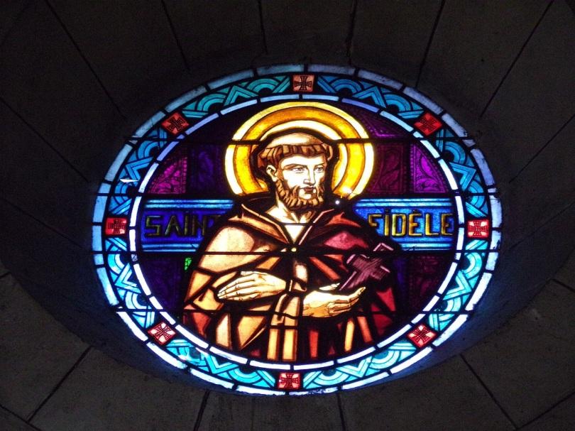 Eglise Saint Antoine – Le vitrail 'St Fidèle' (19 mars 2021)