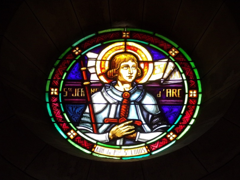 Eglise Saint Antoine – Le vitrail 'Ste Jeanne d'Arc' (19 mars 2021)
