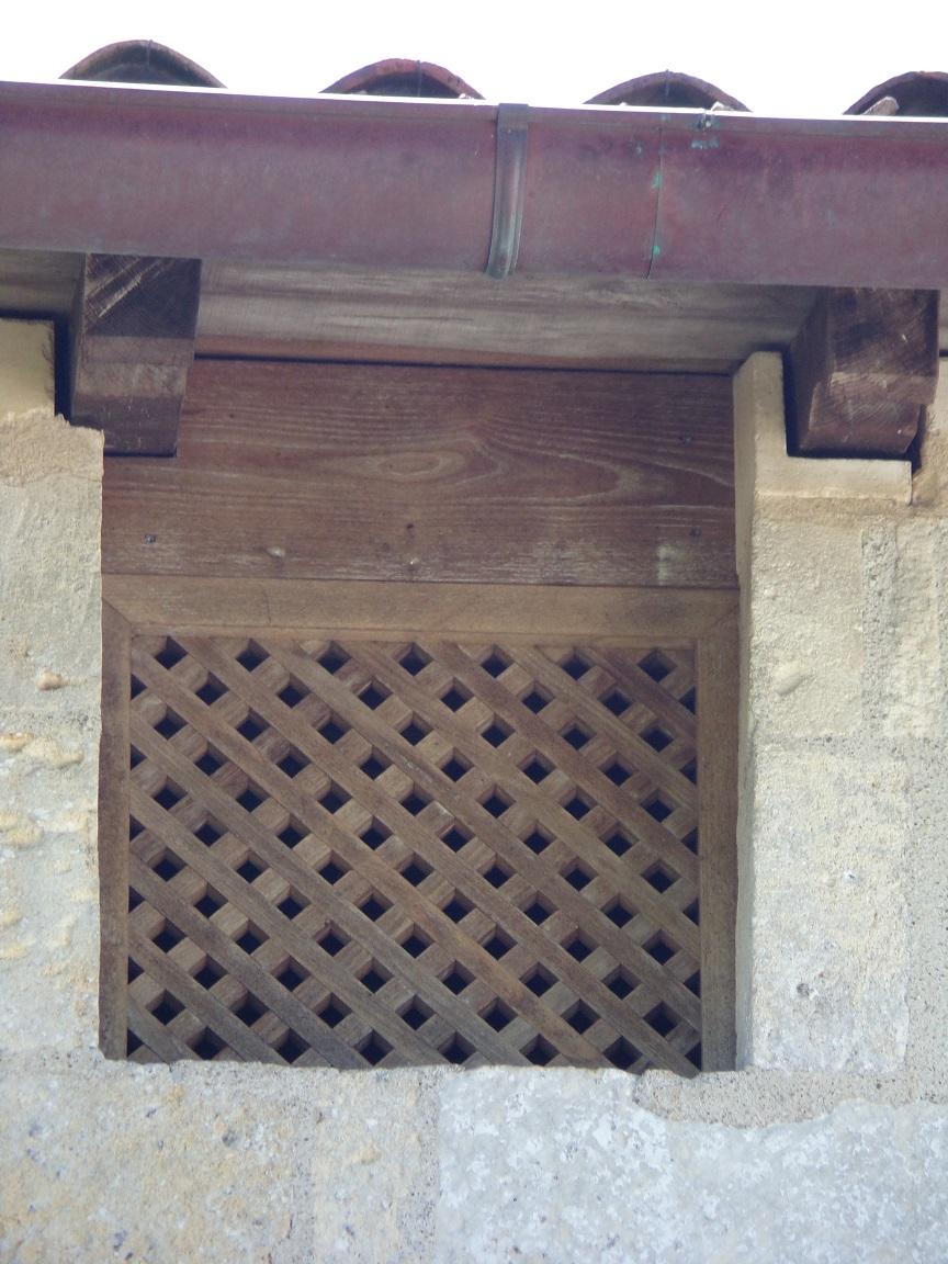 L'église Saint-Vivien - Une fenêtres de guet (18 juillet 2021)