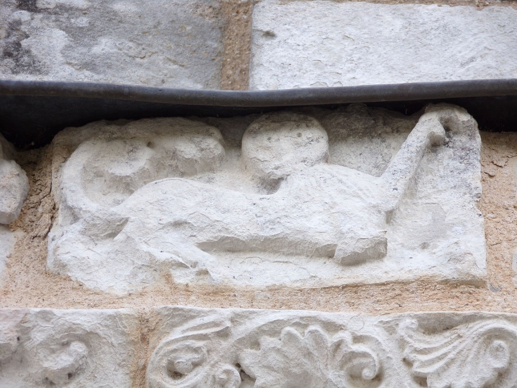 Genté – L'église Saint-Médard - Animal sculpté (1 juillet 2021)