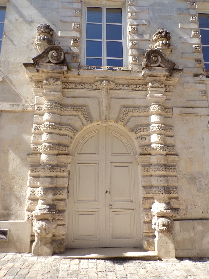 L'Hôtel Brunet du Bocage - La porte d'entrée (15 juin 2021)
