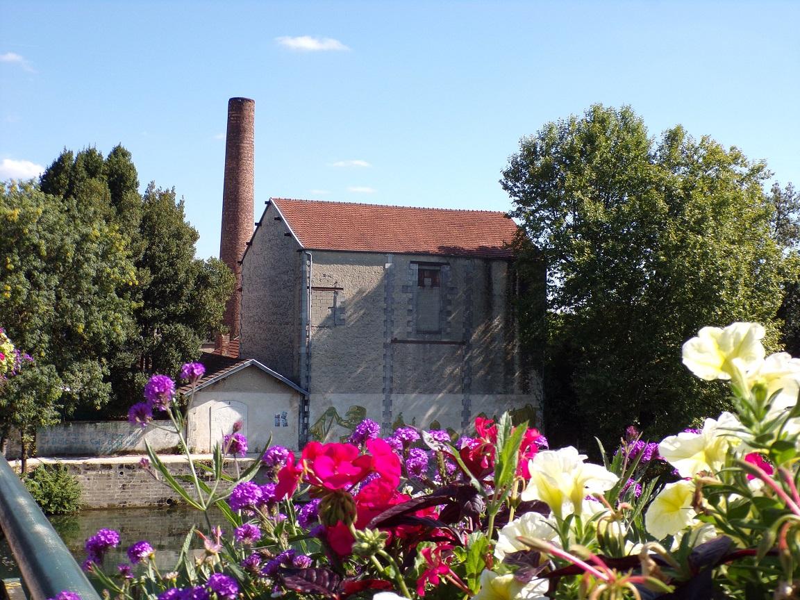 Centrale thermique, puis compagnie du gaz, puis magasin de commerce Leclerc, actuellement usine de peinture Martin D. S.A. (5 septembre 2021)