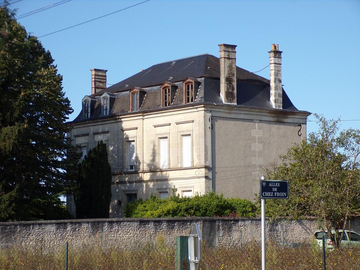 Le château et l'ancienne école primaire (12 septembre 2021)