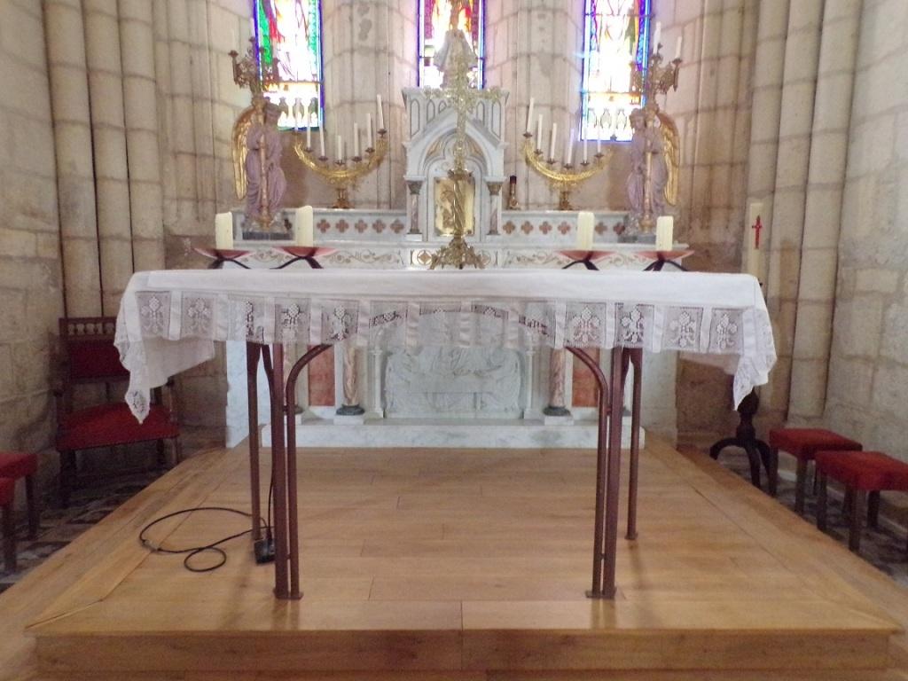 Saint-Brice - L'église Saint-Brice - L'autel (18 septembre 2021)